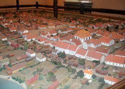 עיירה בפולין בית הכנסת במרכז